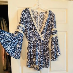 S🤩 Cute! Blue and white with lace romper